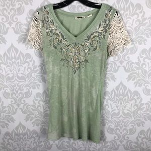 ❤️ 3/$20 Miss Me Green Crochet Sleeve Top Size M